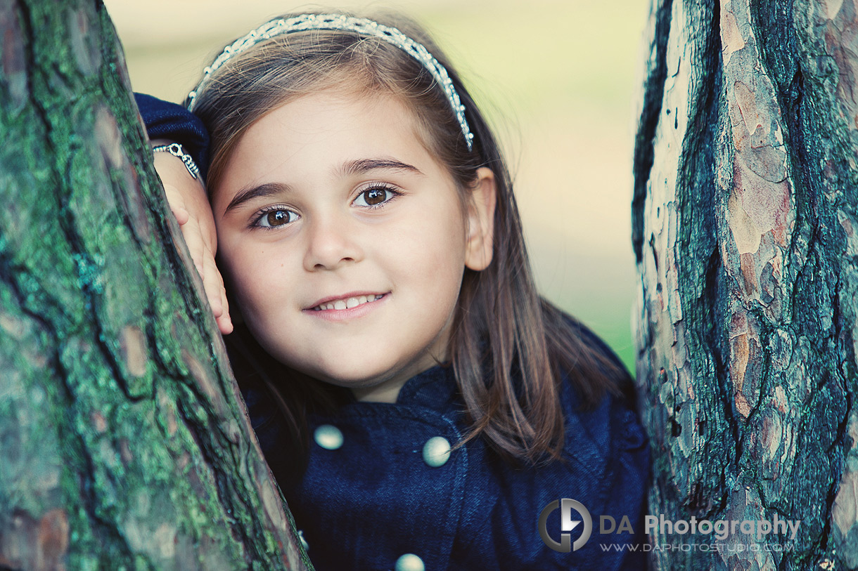 Children love this tree pose - DA Photography - Family Photography