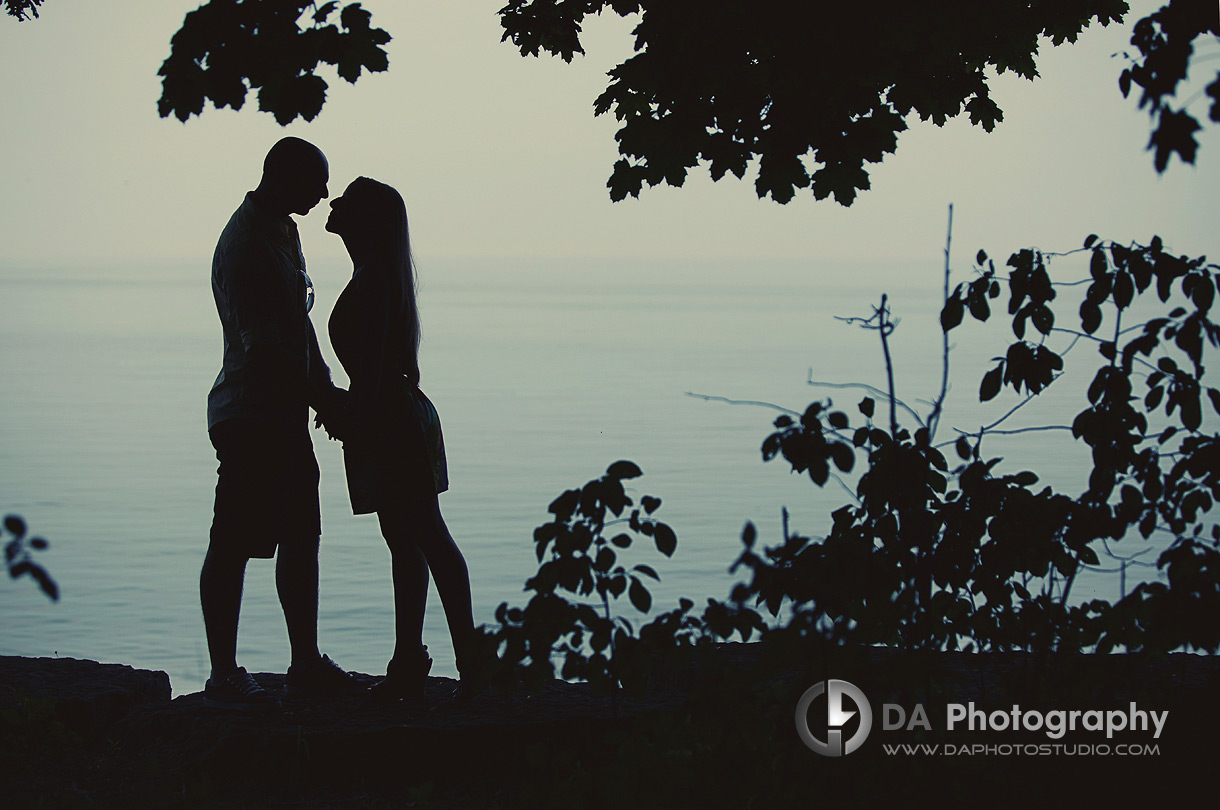 Silhouette's in Love - Engagement photographer