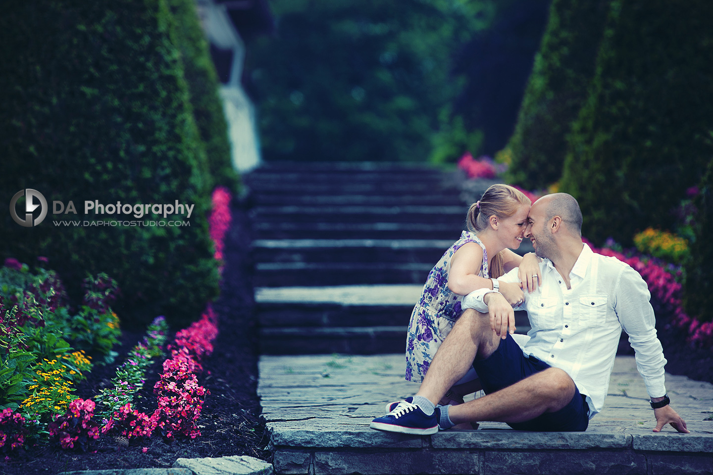 Fun, Love and flowers - Engagement photographer
