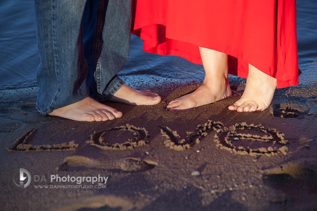 Engagement Photo - Barefoot Couple on the Beach - Family Photography by Dragi Andovski - Barrie, ON